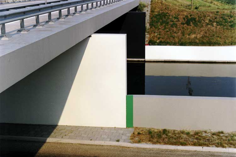 bridge design Dirksland use of colors