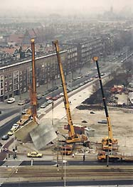 The construction of a concrete sculpture for the Rotterdam square, Marconiplein.